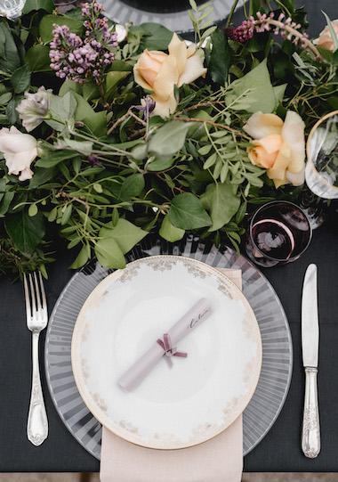 location couverts assiettes vintage or_gold plates_jolibazaar